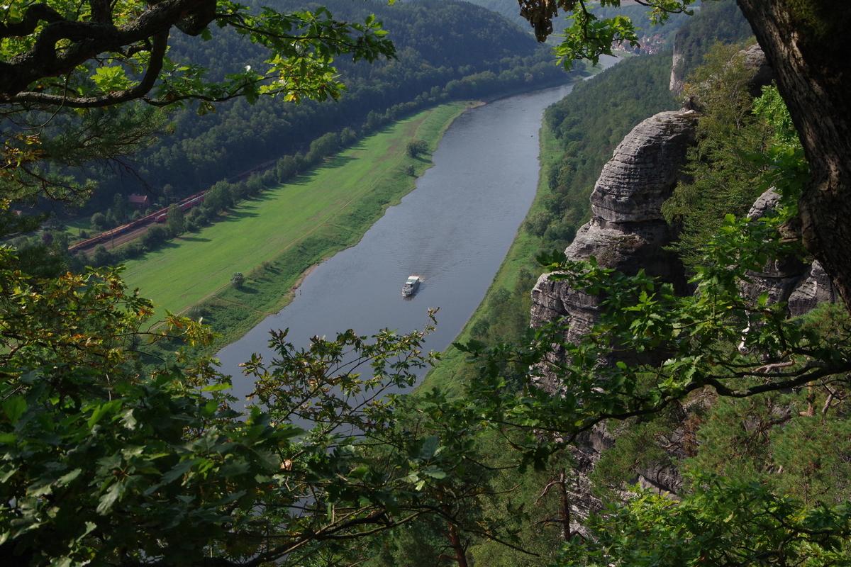 Kajakreise - Elbe Sächsische Schweiz - Blick von der Bastei - outdoorVAGABUNDEN